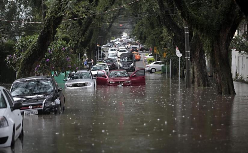 Com o clima de chuva cidades estão em estado de alerta